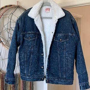 Vintage Levis sherpa denim jacket size M